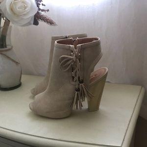 Shoes - Size 7 cut-out bootie/heels!